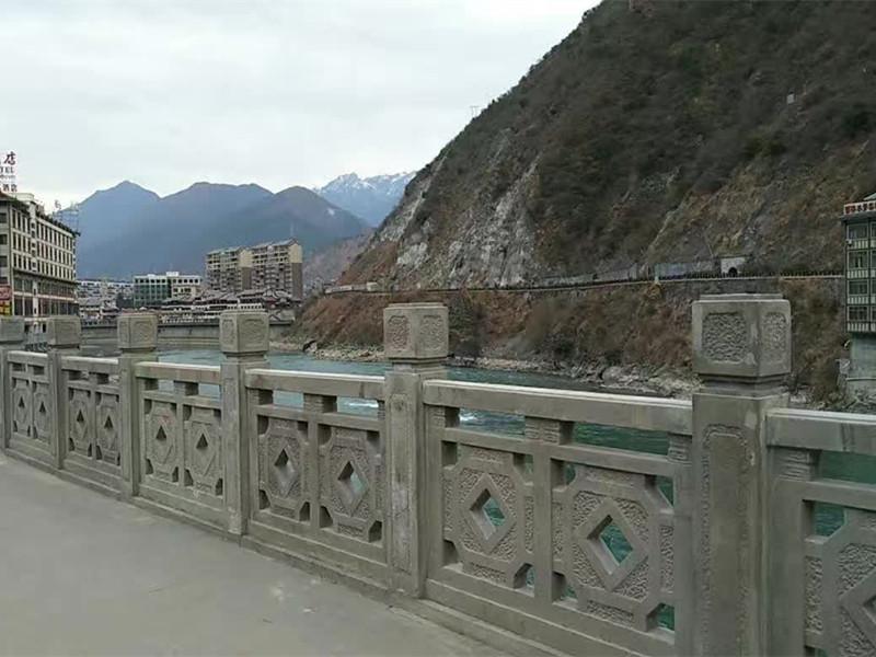 橋面半鏤空青石欄板